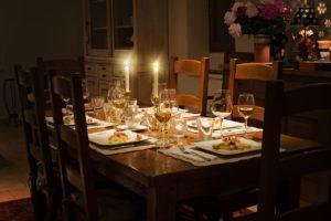 שולחן אירוח